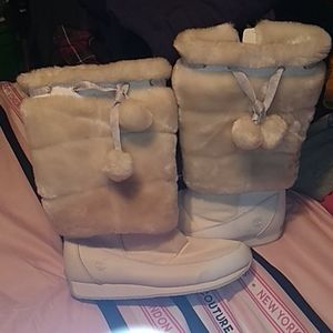 WHITE TIM FUR BOOTS